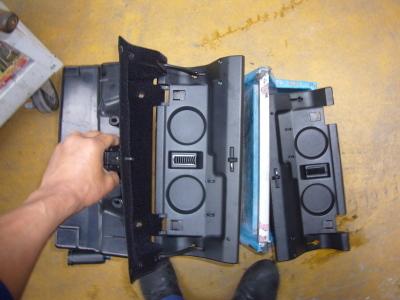 メルセデスベンツ E230(W210) グローブボックス修理_c0267693_16270925.jpg