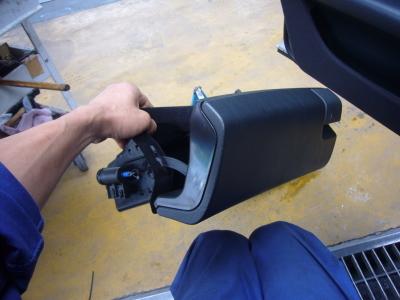 メルセデスベンツ E230(W210) グローブボックス修理_c0267693_16271423.jpg