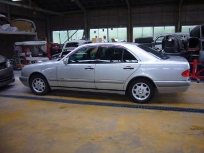 メルセデスベンツ E230(W210) グローブボックス修理_c0267693_16272377.jpg