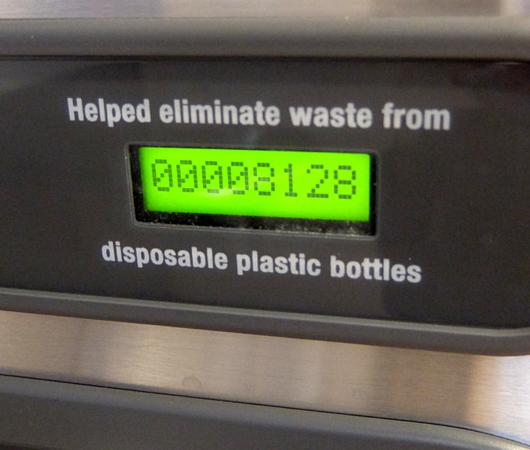 NYの5番街のマイクロソフト・ストアにあるペットボトル専用の自動給水ステーション_b0007805_21321464.jpg