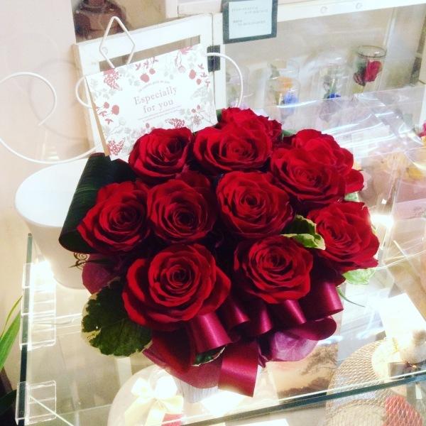 最近のフラワーサロンOSAMUはお花のわくわくパラダイスや~!!←藤井店長、本日の格言☆★_b0344880_18363235.jpg