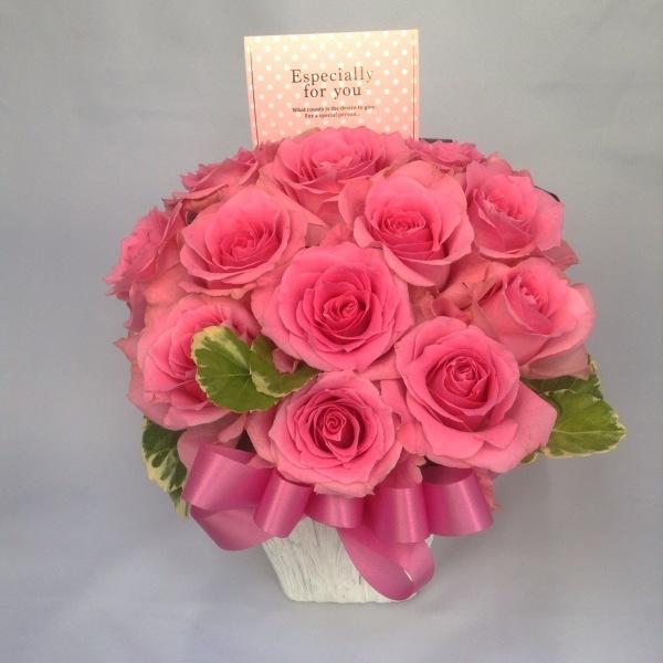 最近のフラワーサロンOSAMUはお花のわくわくパラダイスや~!!←藤井店長、本日の格言☆★_b0344880_18372289.jpg