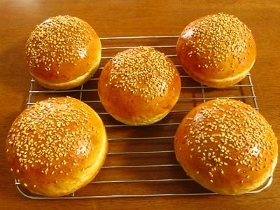 ランチのハンバーガーとおやつのティラミス_f0231189_13203297.jpg