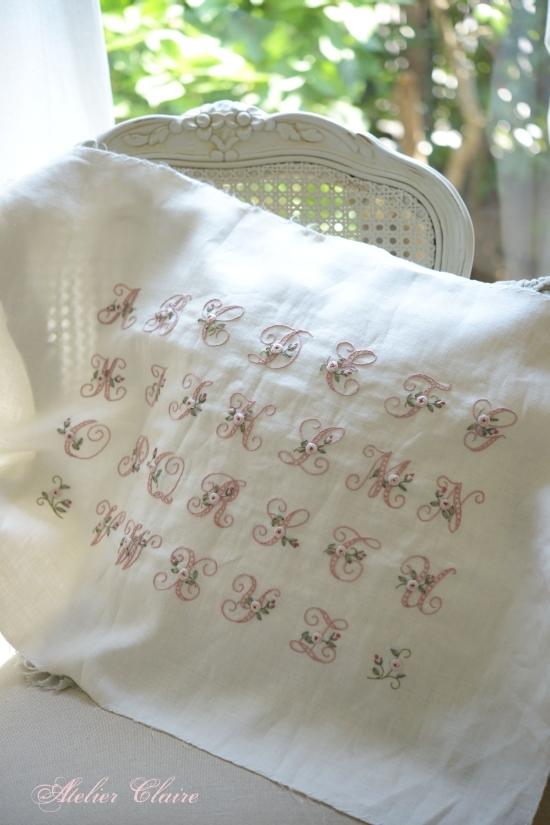 花文字イニシャル刺繍のサンプラー_a0157409_08033929.jpg