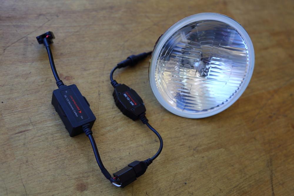 JKU LEDヘッドランプ交換からジムニーへナビ取り付けなど_f0105425_18113536.jpg
