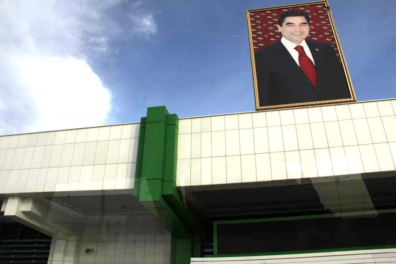 トルクメニスタンの旅(14) アシハバードからマリィへ_c0011649_05570654.jpg