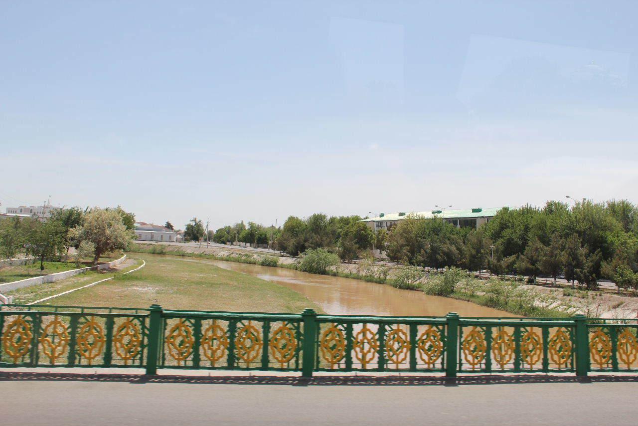トルクメニスタンの旅(14) アシハバードからマリィへ_c0011649_13080724.jpg