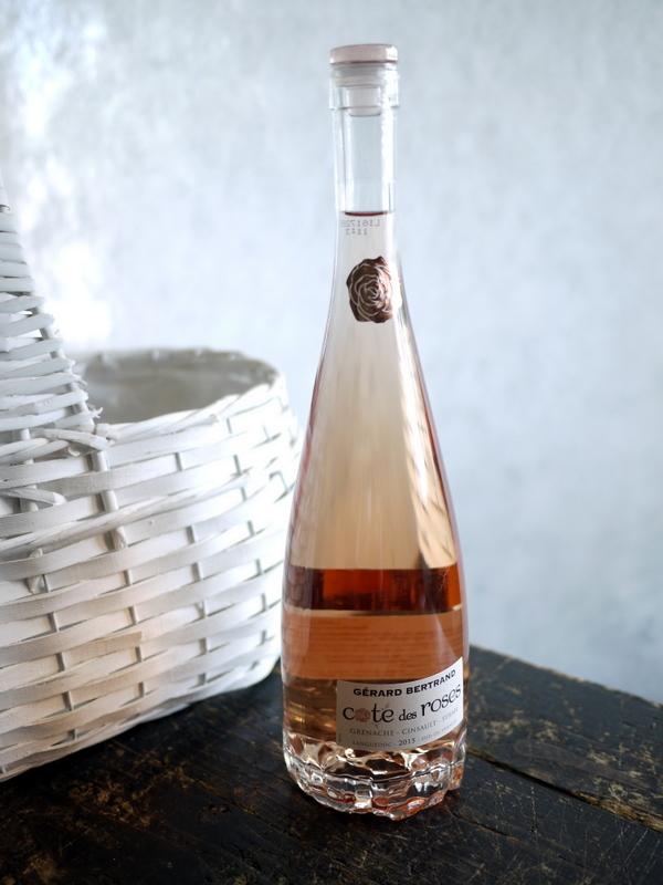 結婚式に、ワイン埋め込みのアレンジメント。札幌ファクトリーにお届け。2017/05/26。_b0171193_17050816.jpg