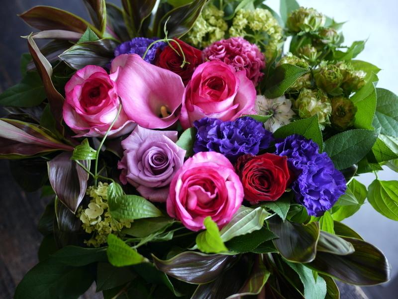 87歳のお誕生日に。「華やか。ピンク~赤~紫等」。真駒内緑町1にお届け。2017/05/27。_b0171193_17250399.jpg