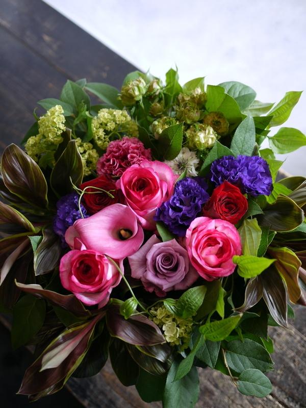 87歳のお誕生日に。「華やか。ピンク~赤~紫等」。真駒内緑町1にお届け。2017/05/27。_b0171193_17250620.jpg