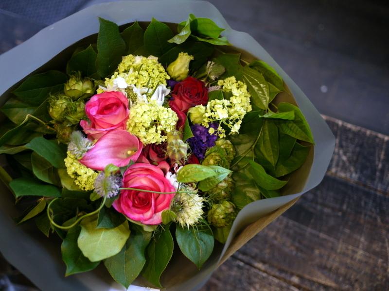 お母様の90歳のお誕生日に。「赤~ピンク系」。東区北7にお届け。2017/05/27。_b0171193_17273832.jpg