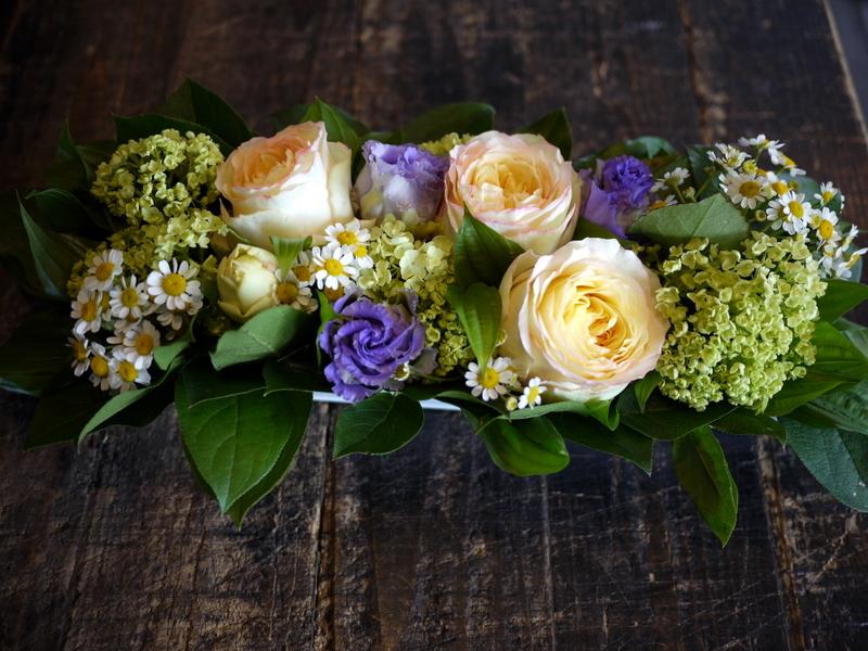 亡くなった猫ちゃんに。アレンジメント2種と花束。2017/05/28。_b0171193_18412321.jpg