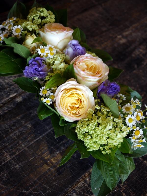 亡くなった猫ちゃんに。アレンジメント2種と花束。2017/05/28。_b0171193_18413138.jpg