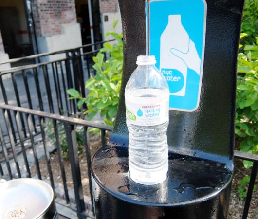 NYの公園にペットボトル専用の給水ステーション_b0007805_10562519.jpg