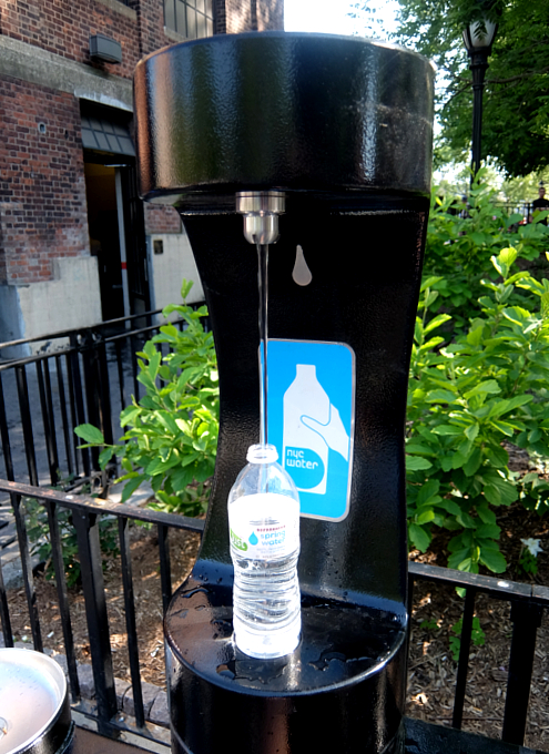 NYの公園にペットボトル専用の給水ステーション_b0007805_1056521.jpg