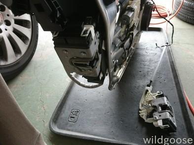 ベンツ ドアロック修理(^-^)_c0213517_15134045.jpg