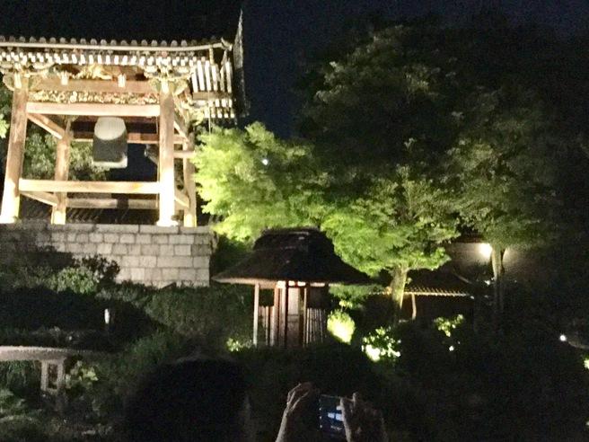 西本願寺のライトアップ_f0064017_2337452.jpg
