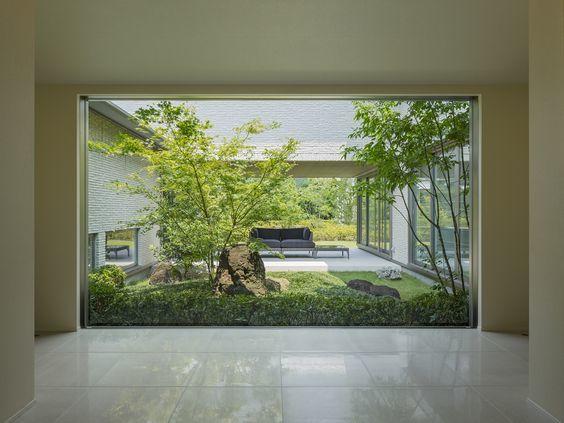 庭の見える大きな窓_d0335577_00105602.jpg