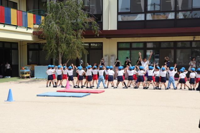 年中組・年長組の体操参観_b0277979_15375579.jpg