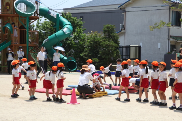 年中組・年長組の体操参観_b0277979_15421323.jpg