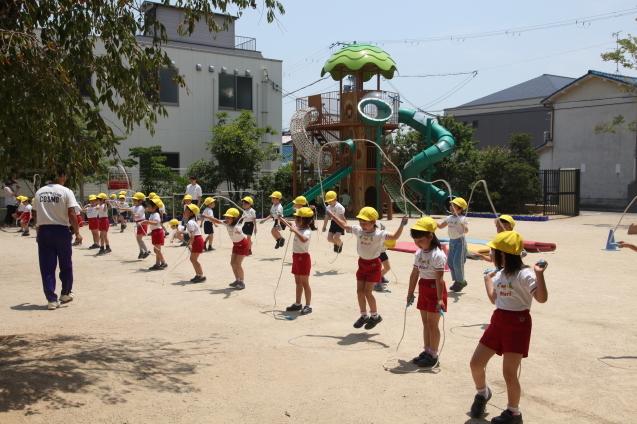 年中組・年長組の体操参観_b0277979_15423484.jpg