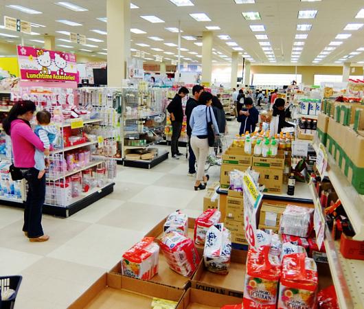 話題の「カール」が食べたくなって日本食スーパーへ_b0007805_20151031.jpg