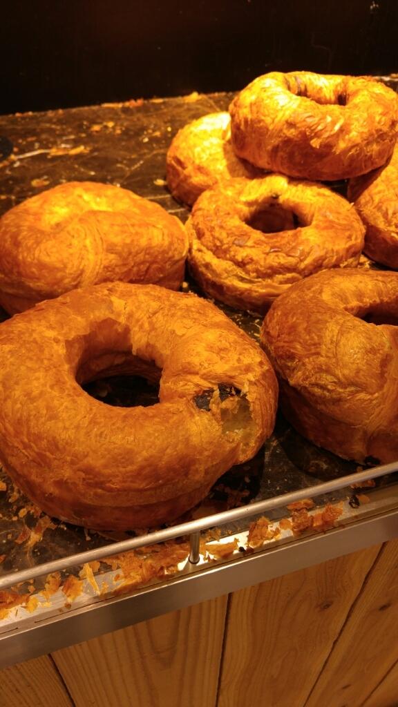 チョコリングと、塩パンの朝ごぱん_c0124528_11361398.jpg