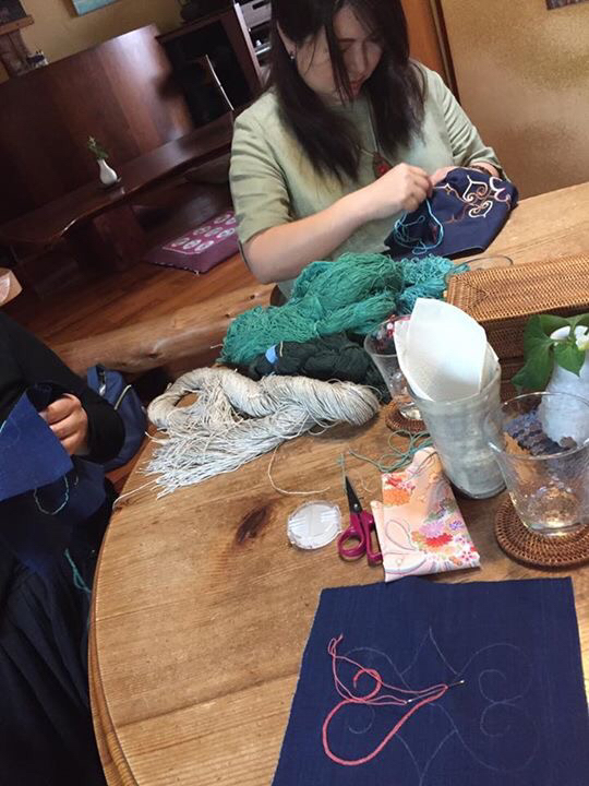 アイヌ刺繍教室と今年も始まるトマトカレー_c0187938_14071421.jpg