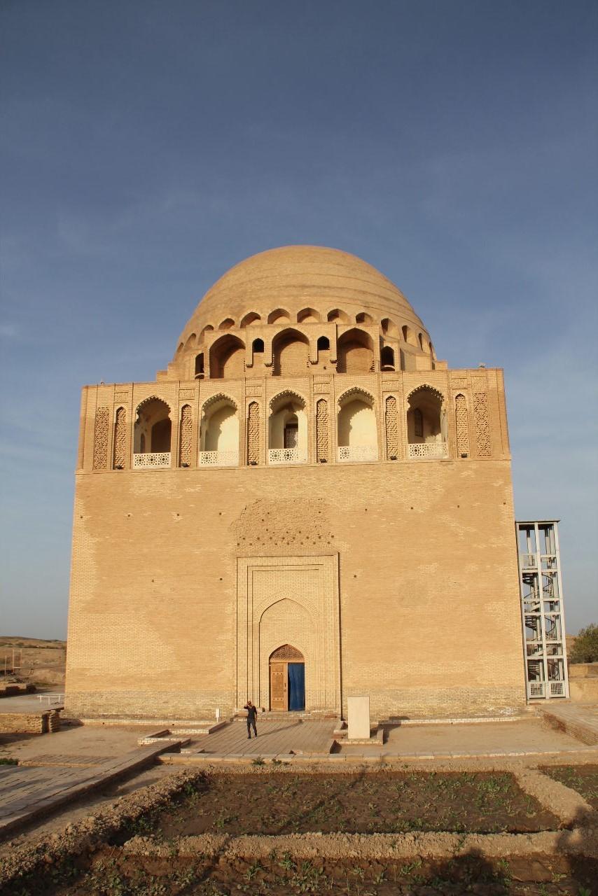 トルクメニスタンの旅(19) メルブ遺跡 スルタン・サンジャール廟_c0011649_16011556.jpg