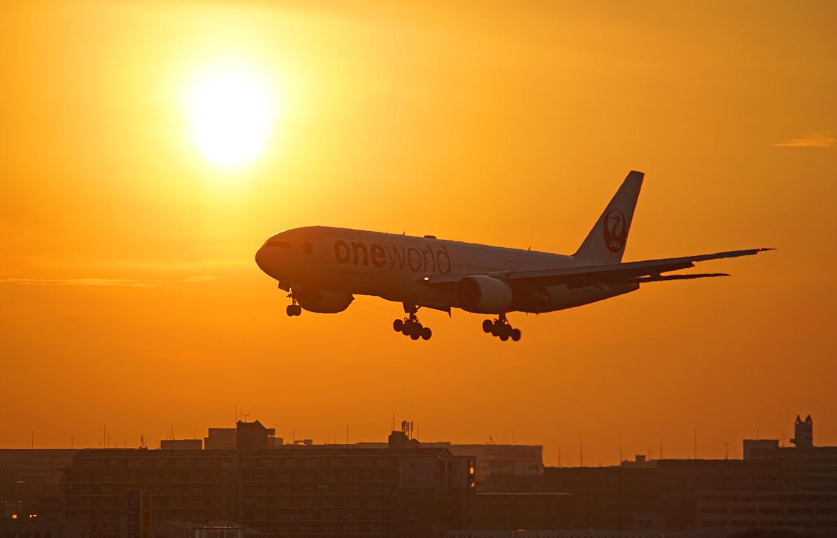 FUKUOKA AIRPORT IN SUNSET。_b0044115_832552.jpg