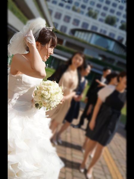 クラッチ風ブーケ 八芳園さまへ 鈴蘭と白バラのブーケ、挙式から披露宴まで長持ちさせる方法として_a0042928_1754238.png
