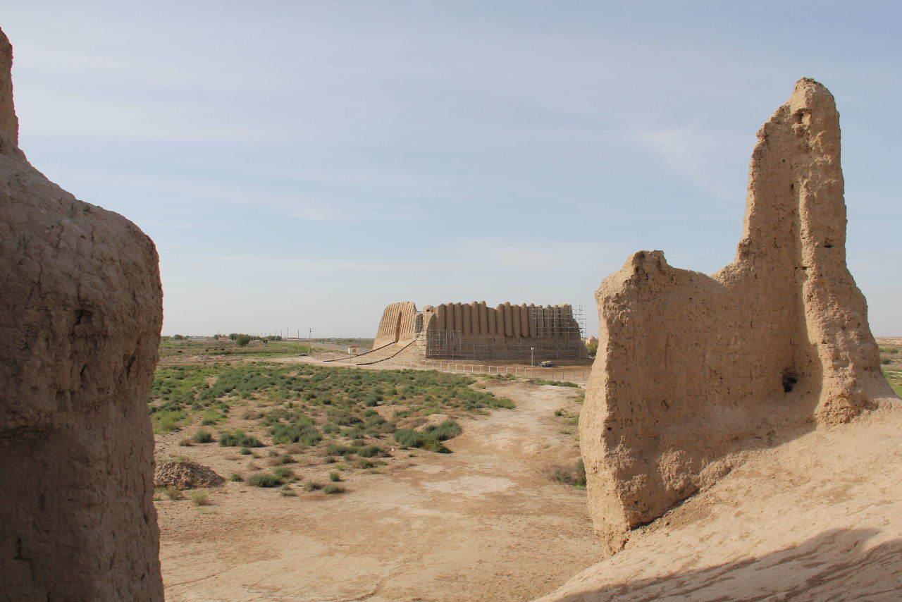 トルクメニスタンの旅(18) メルブ遺跡 エルク・カラ、グヤウル・カラ_c0011649_13293251.jpg