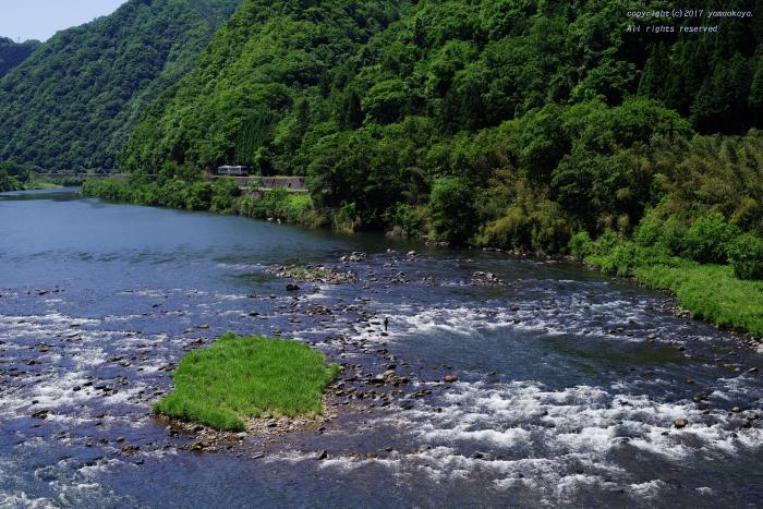 川のせせらぎの向こう_d0309612_00145099.jpg