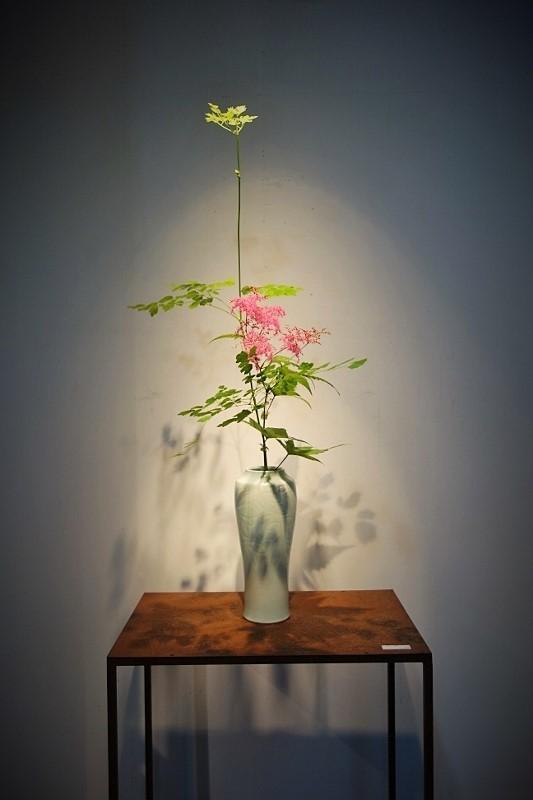 白磁、青磁と季節のお花…_b0232919_12511775.jpg