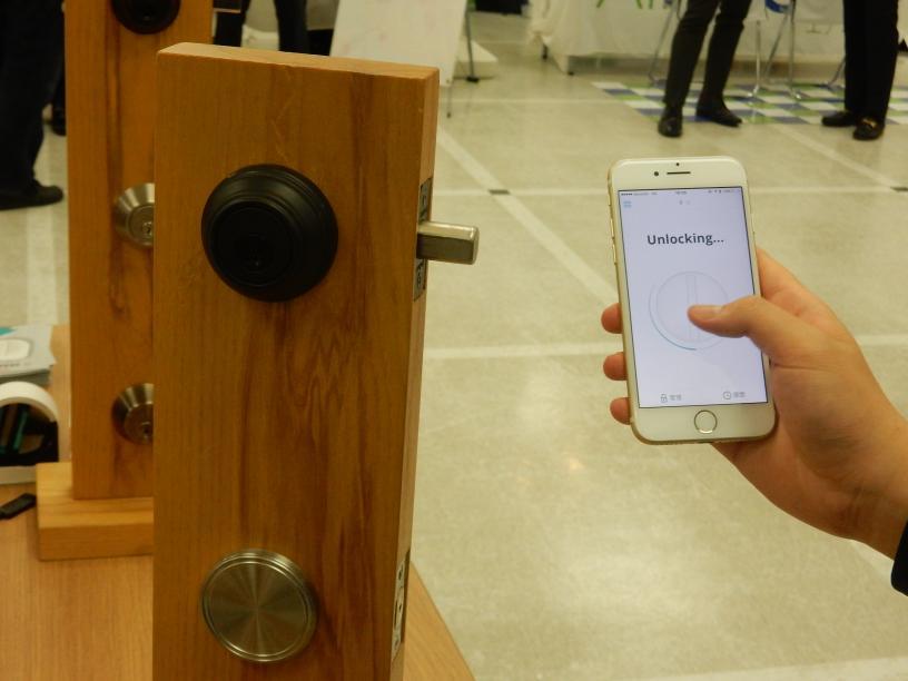 ゲストとの鍵の受け渡しが不要となるスマートロックとは?_b0235153_15102512.jpg