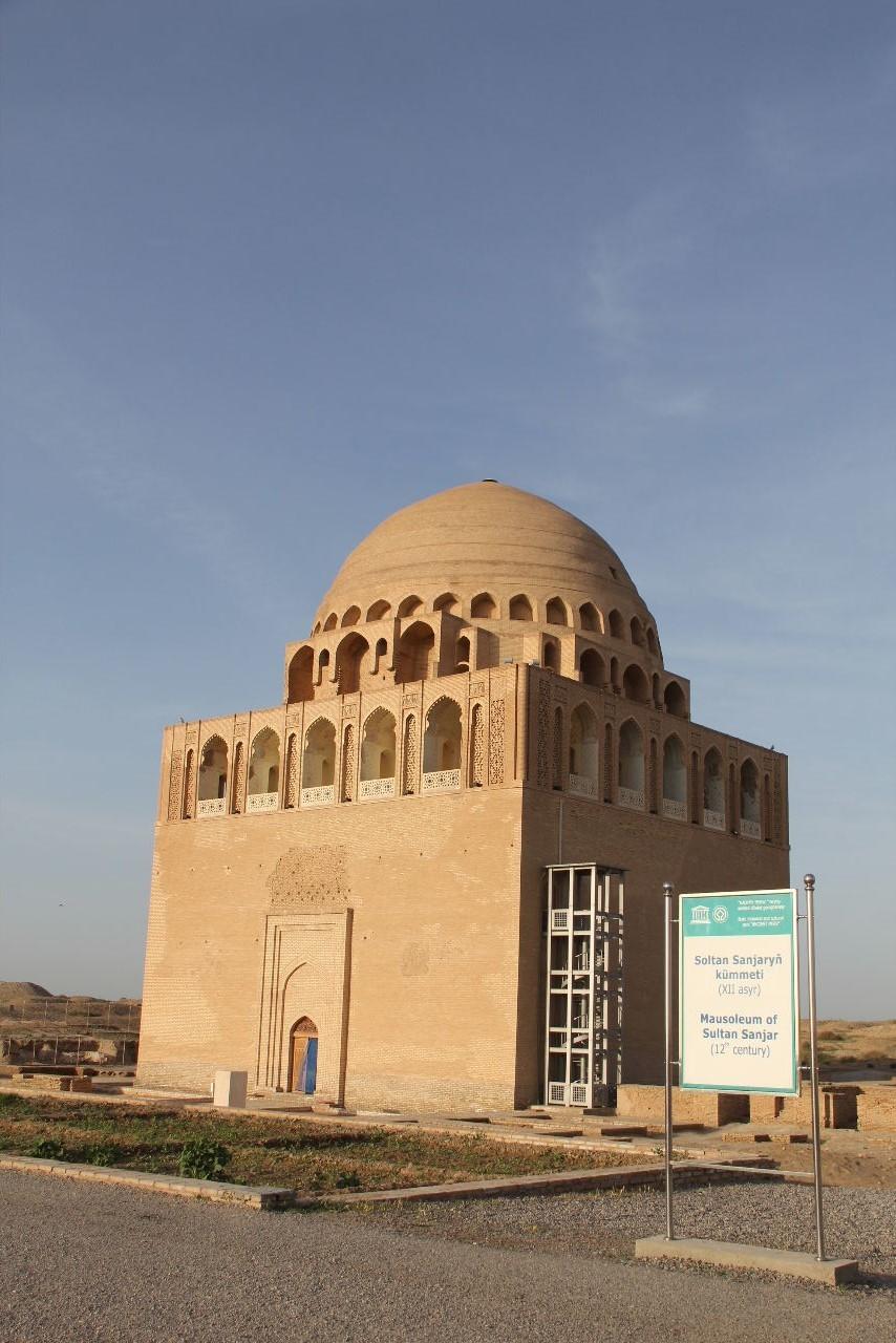 トルクメニスタンの旅(19) メルブ遺跡 スルタン・サンジャール廟_c0011649_07202191.jpg