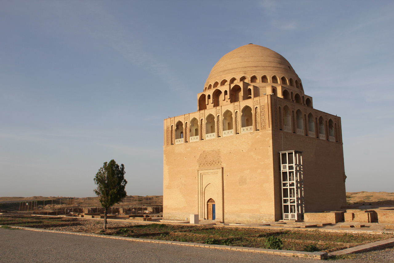 トルクメニスタンの旅(19) メルブ遺跡 スルタン・サンジャール廟_c0011649_07444866.jpg