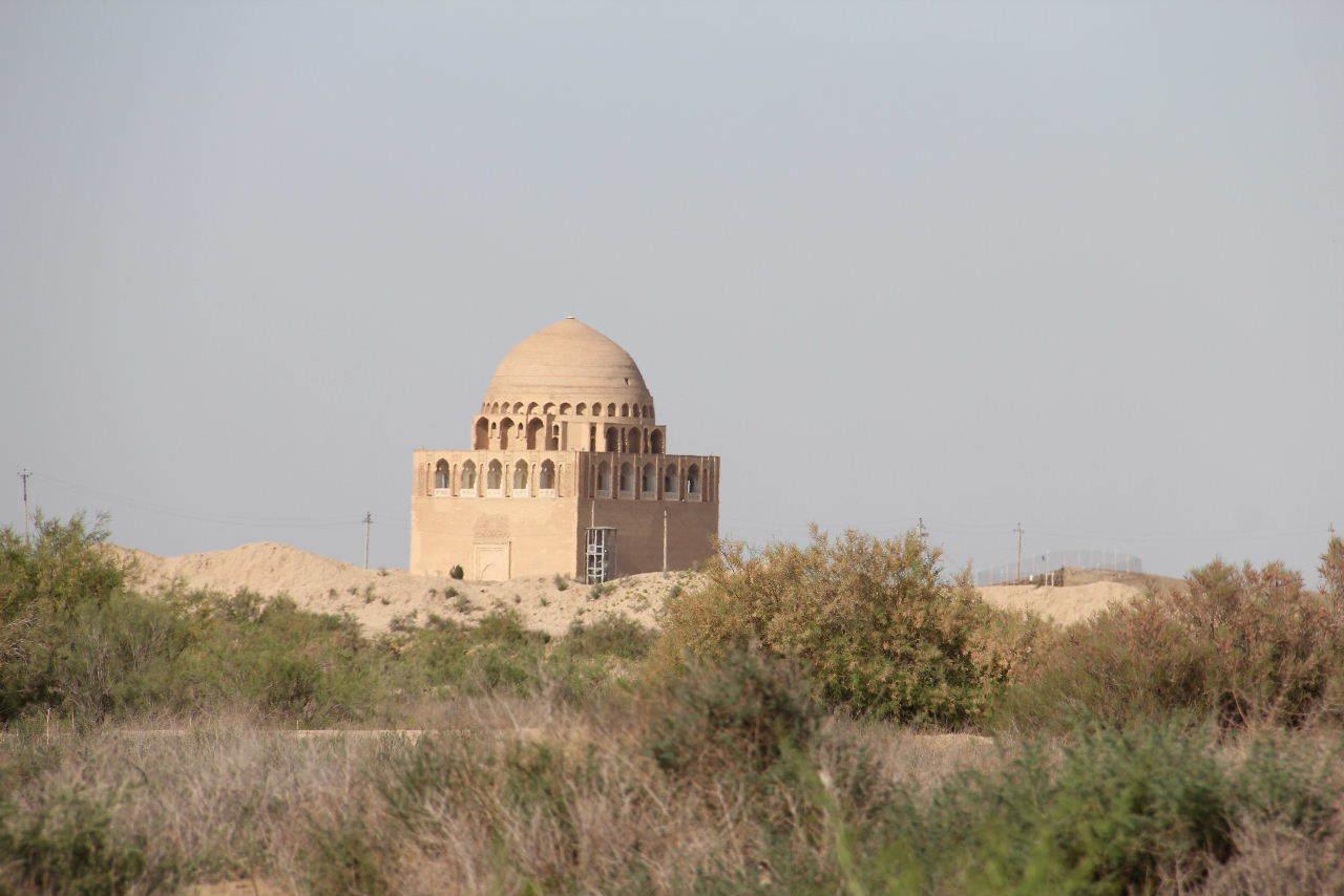 トルクメニスタンの旅(19) メルブ遺跡 スルタン・サンジャール廟_c0011649_07451937.jpg