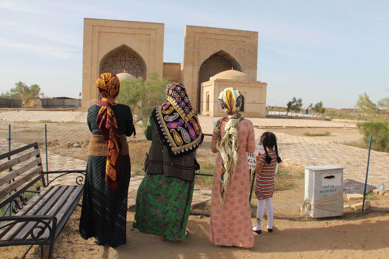 トルクメニスタンの旅(19) メルブ遺跡 スルタン・サンジャール廟_c0011649_08380420.jpg