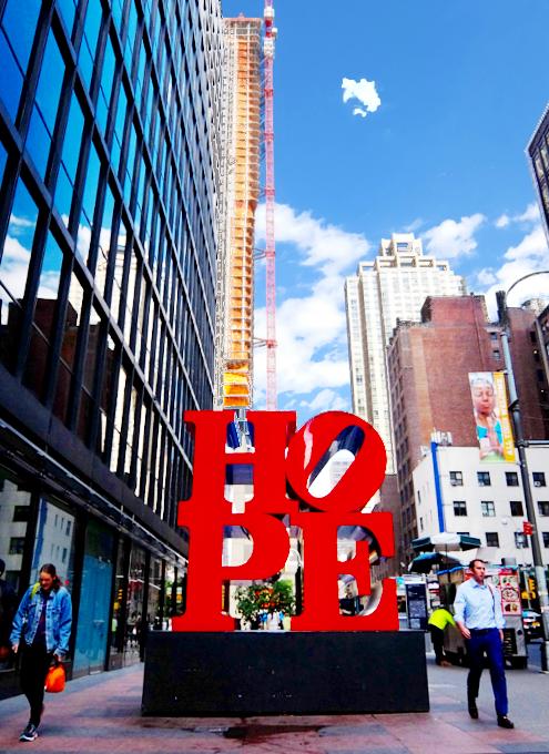 NYの街角アート、お馴染みのHOPE像_b0007805_545280.jpg