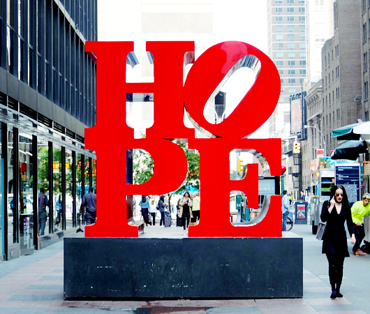 NYの街角アート、お馴染みのHOPE像_b0007805_555364.jpg