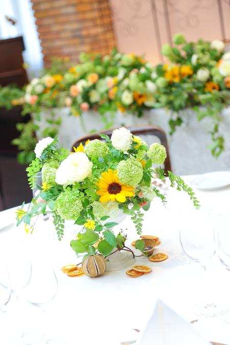 初夏の装花 ザ・ハウス白金様へ ひまわりと新緑の卓上装花_a0042928_14441835.jpg