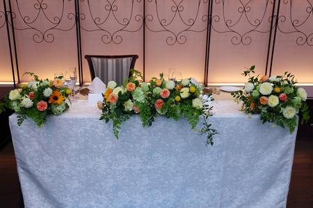 初夏の装花 ザ・ハウス白金様へ ひまわりと新緑の卓上装花_a0042928_14463778.jpg
