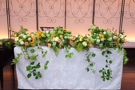 初夏の装花 ザ・ハウス白金様へ ひまわりと新緑の卓上装花_a0042928_1447177.jpg