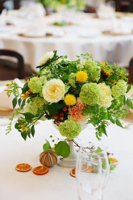 初夏の装花 ザ・ハウス白金様へ ひまわりと新緑の卓上装花_a0042928_14482518.jpg