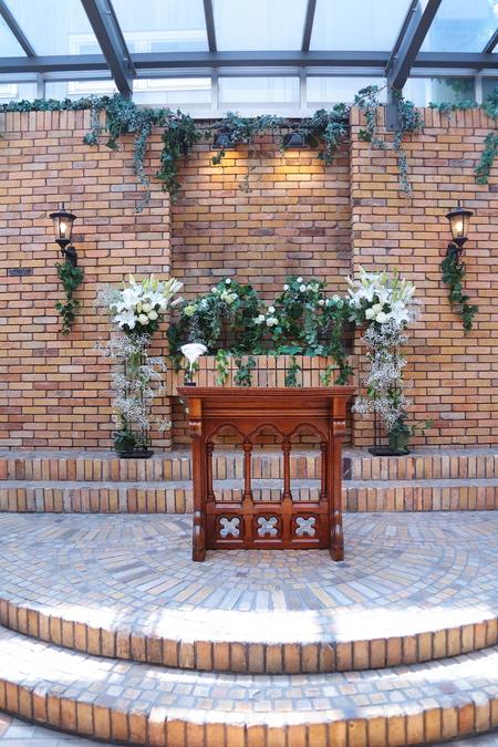 初夏の装花 ザ・ハウス白金様へ ひまわりと新緑の卓上装花_a0042928_14492873.jpg