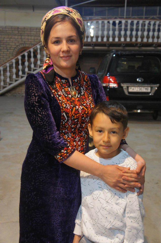 トルクメニスタンの旅(20) マリィの民家で夕食と民族舞踊の宴_c0011649_04031460.jpg