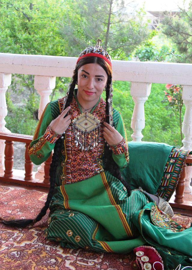 トルクメニスタンの旅(20) マリィの民家で夕食と民族舞踊の宴_c0011649_04095386.jpg