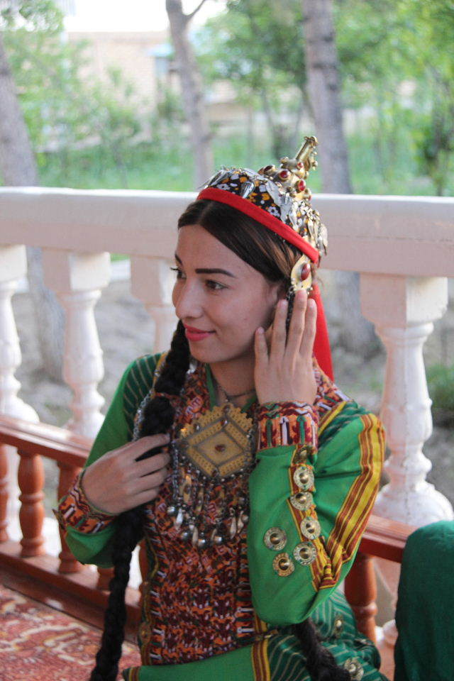 トルクメニスタンの旅(20) マリィの民家で夕食と民族舞踊の宴_c0011649_04102425.jpg