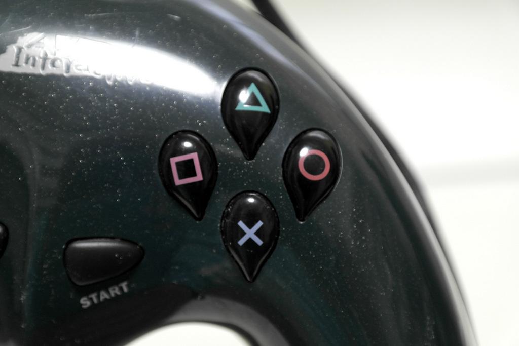【レビュー】ALPS GAMEPAD for PlayStation INT001_c0004568_21430674.jpg